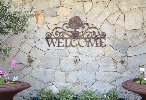 ANTIQUED METAL WELCOME SIGN